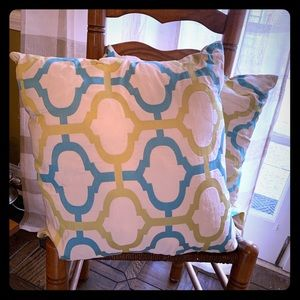 Accent  pillows in turquoise and chartreuse.